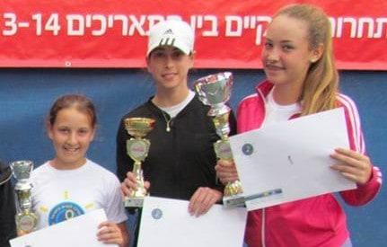 והזוכות הן. קרסנופולסקי, מליכין ופולק   (צילום: המרכז לטניס בעכו)