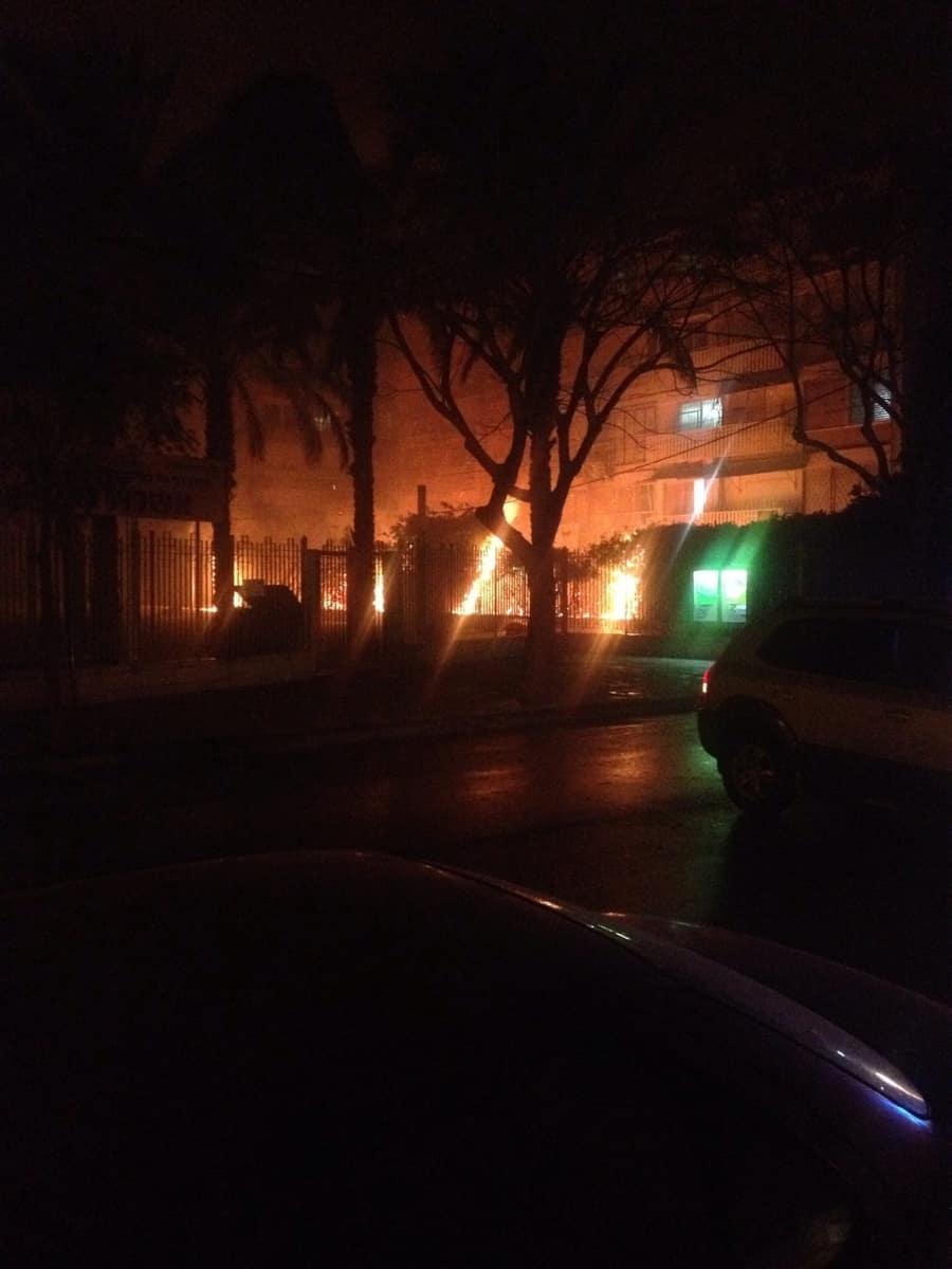 שריפה ברחוב דפנה. קרית ביאליק (צילום: יהב מוסקוביץ)