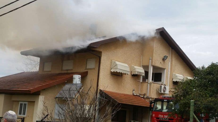 שריפה בבית פרטי בכפר פינס (צילום: דוברות כיבוי אש)