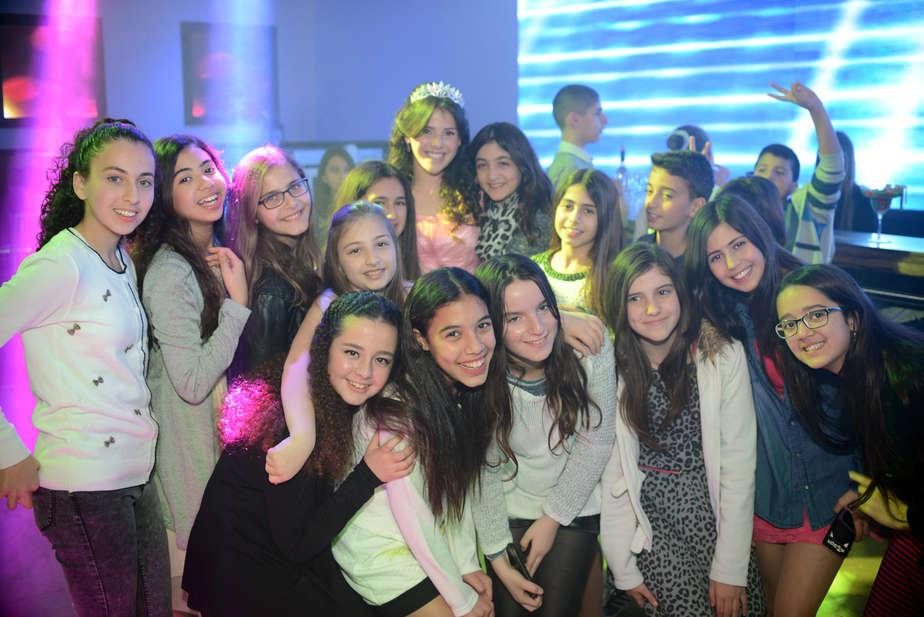 החברים לכיתה הגיעו לחגוג גם כן (צילום: אופיר פריז)