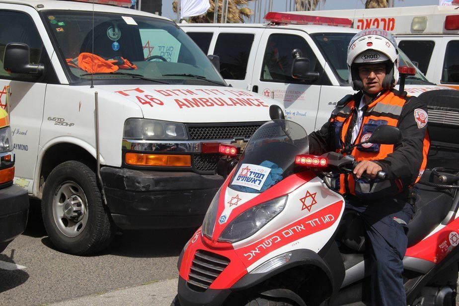 """צוותי מגן דוד אדום באבטחת אירוע (צילום דוברות מד""""א)"""