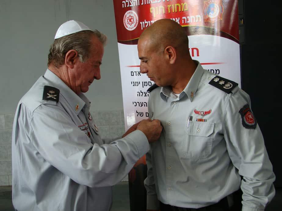 טפסר בכיר דני חנניה ומפקד תחנת זבולון חזי לוי