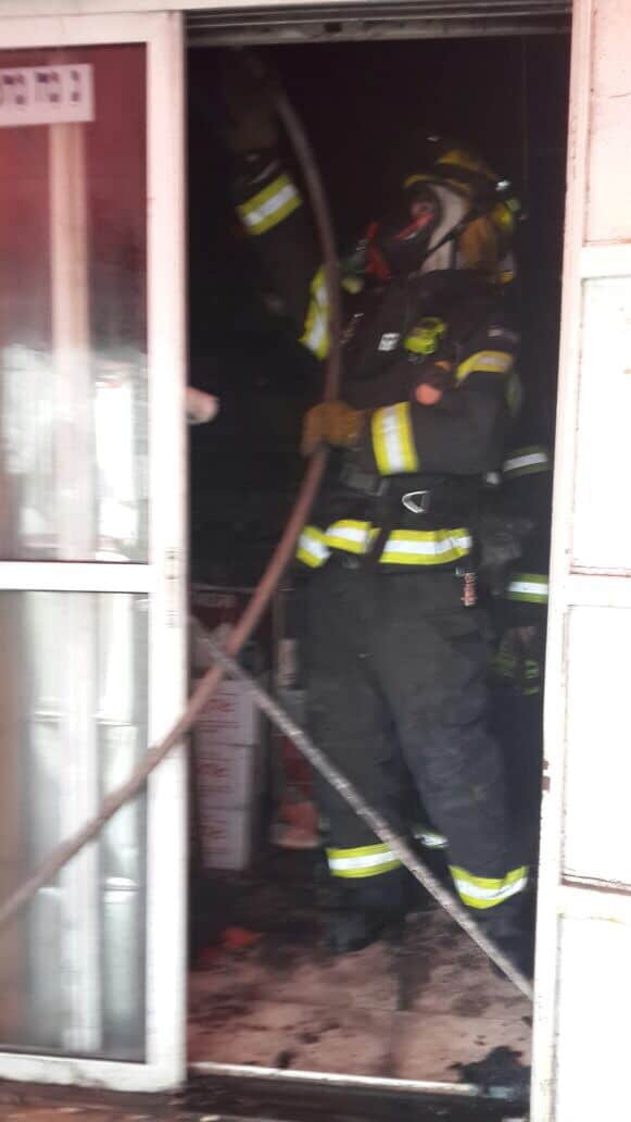 שריפה במחסן הלוגיסטי של עיריית נהריה (צילום: דוברות כיבוי אש)