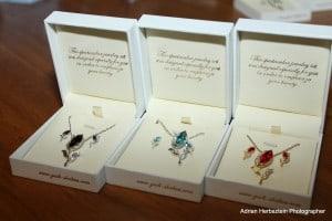תכשיטים שעוצבו כדי לממן את טיפולי הבן. שבתאי