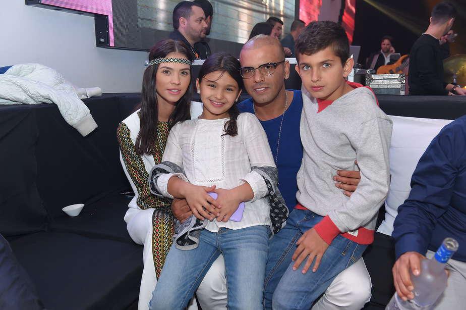 אייל חוגג עם רוסלינה והילדים (צילום: אלוני מור)