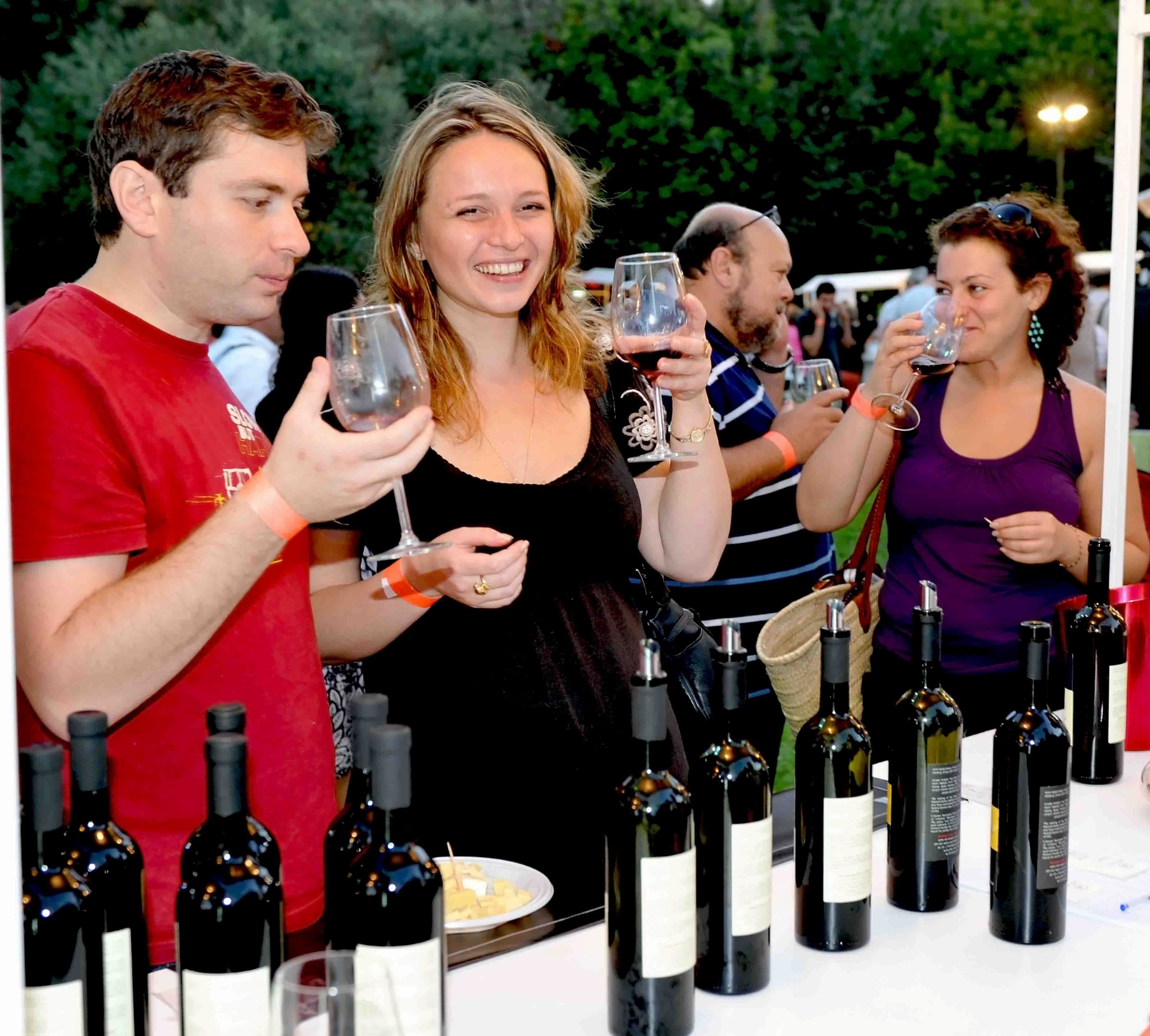 המון כיף וטעמים ביריד ביכויי יין וגבינות בחיפה שבועות (צילום: עיריית חיפה)
