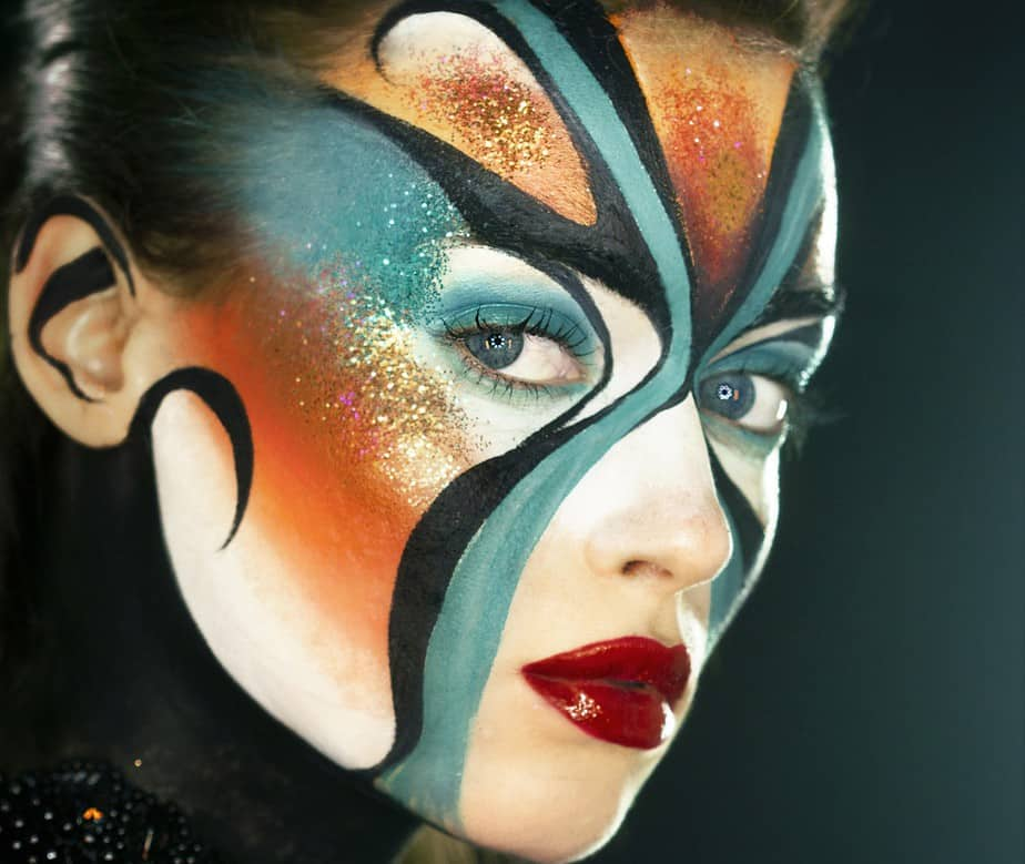 איפור: יוסי ביטון בהדגמת פנטזיה במסגרת קורס איפור מקצועי דוגמנית: קרינה סימן