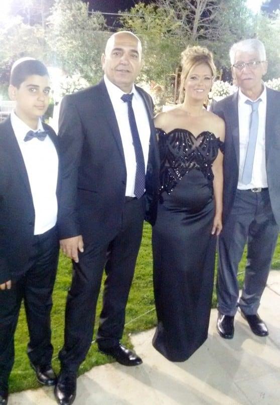 משפחות מנוס ושמלי  צילום: R.O
