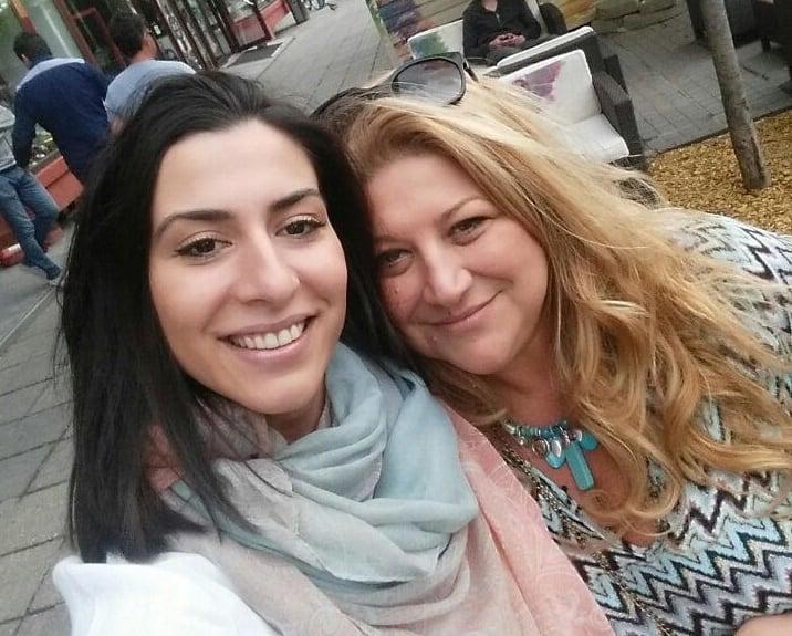 """ד""""ר ענת פאפורה בעל רשת מרפאות שיניים בחיפה וקריות עם תואמת מורן אטיאס (צילום: עצמי)"""