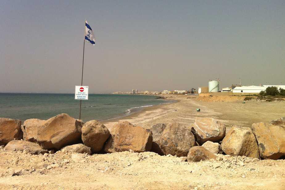 """השטח הצמוד לקריית חיים בו יקום על פי התכנית """"נמל המפרץ"""" (צילום: הפורום הישראלי לשמירה על החופים)"""