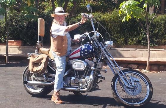 על האופנוע. רמי סיוון (צילום: רותי ברמן)