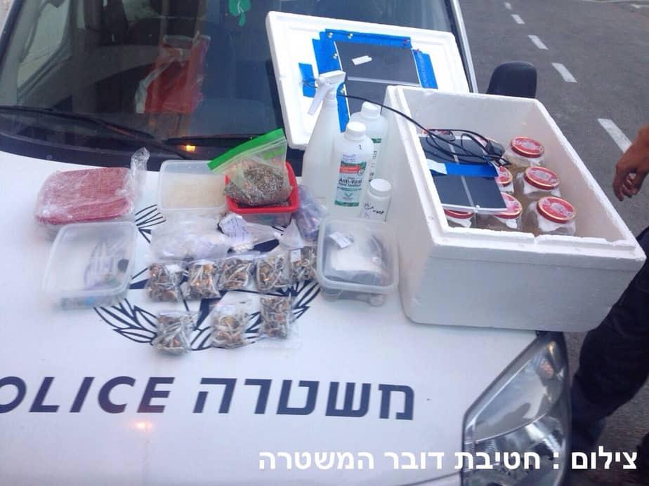 מעבדה לגידול סמים בבית (צילום: חטיבת דובר המשטרה)