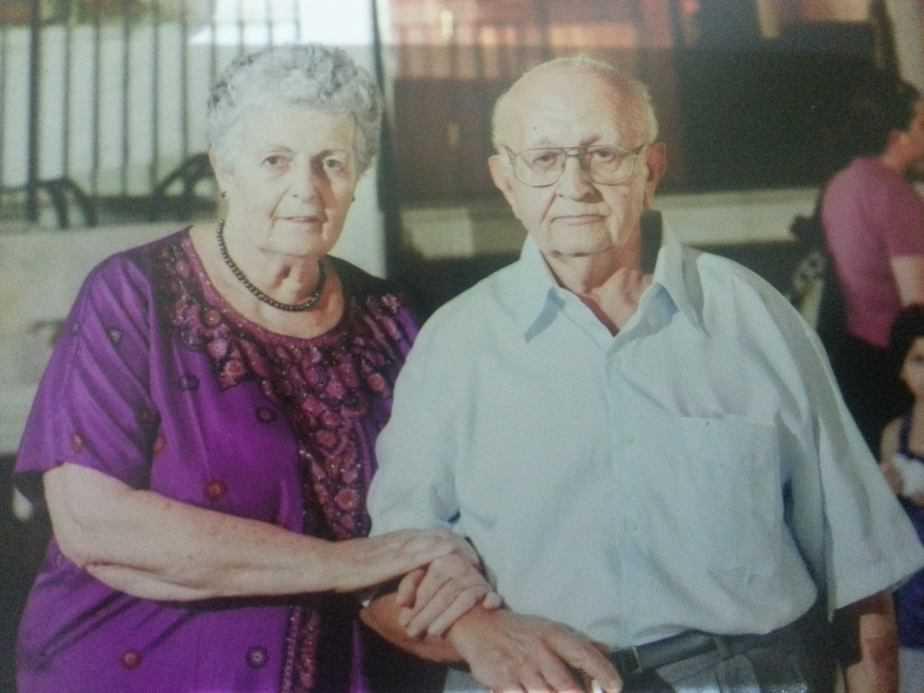 בדידותם של ניצולי השואה. בני הזוג זילברשטיין (צילום: אייל יאסקי)