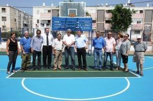 נציגי העירייה עם נציגי הוועד והתושבים במגרשים החדשים  (צילום: עיריית חדרה)