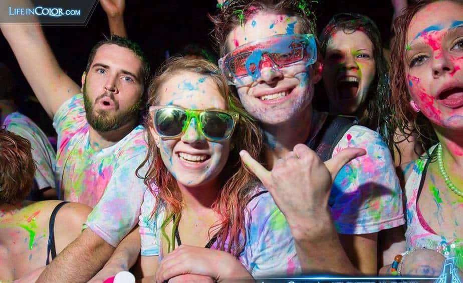 """משתתפים בפסטיבל """"Life in Color"""" בעולם. החוויה מגיעה גם לחדרה (צילומים: עיריית חדרה)"""