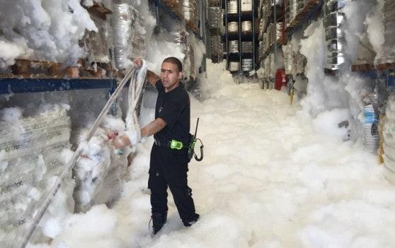 הקצף משתלט על המפעל (צילום: נתי זמוסטיאנו )