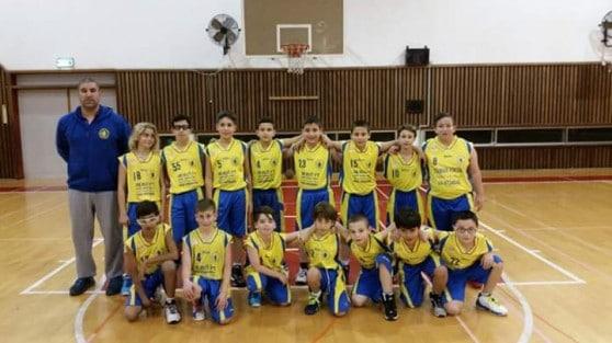 שחקני קבוצת קטסל ב בהנהלתו של איציק אוחנה מאמן הקבוצה (צילום: עצמי)