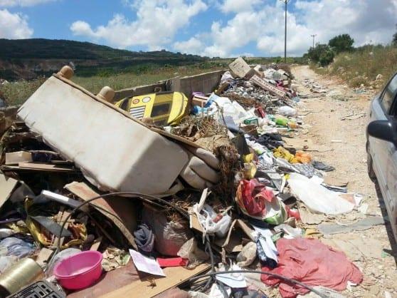 מפגע סביבתי קשה. תחנת מעבר הפסולת בפקיעין (צילום: עמותת אזרחים למען הסביבה)