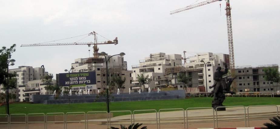 גם היא בתנופת בנייה. שכונת אגמים (צילום : רותי ברמן)