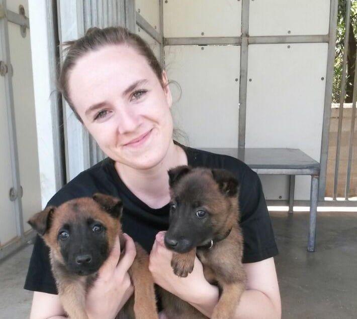 """מאלפת כלבים עם ציונות (צילום: דובר צה""""ל)"""