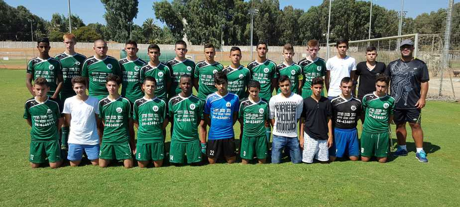 קבוצת נערים ב', מועדון ספורט פרדס חנה (צילום: מאיר מרדכי)