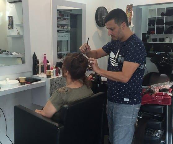 מוזמנות לבקר אצת מורן בן אבו, מעצב השיער המוביל בתחומו צילום: פרטי