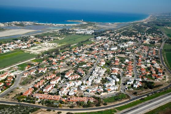עוד 352 יחידות דיור חדשות. חוף הכרמל (צילום : אליהו גז)