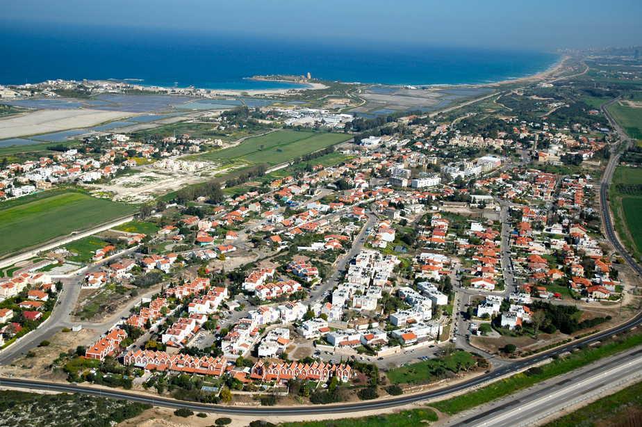 חוף הכרמל (צילום : אליהו גז)