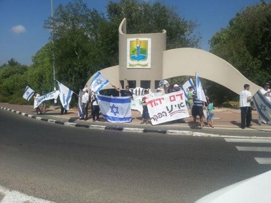 """""""דם יהודי אינו הפקר"""". הפגנה במעלות תרשיחא (צילום: פרטי)"""
