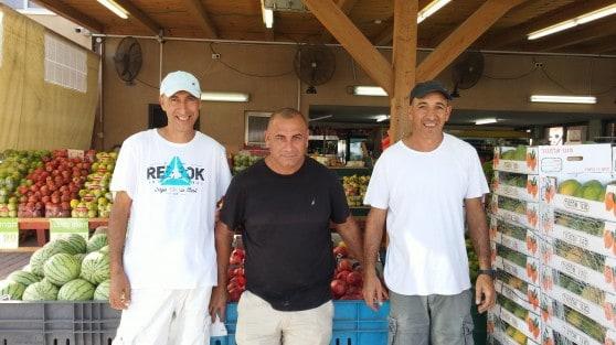 אשר (מימין), אבי ורונן דוד. אפילו גרים אחד ליד השני צילום: אסי קוטין