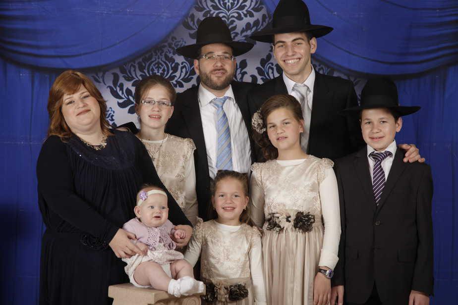 בן ציון נורדמן ובני משפחתו (צילום משפחתי)