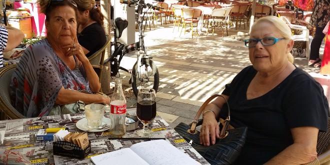 ליאורה דבורין ונילי פלאש. קפה שולץ (צילום: רותי ברמן)