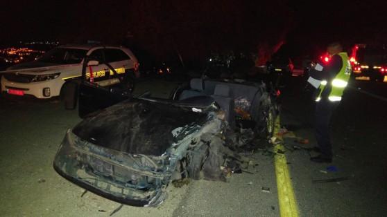 שלושת הנוסעים במכונית הפרטית נהרגו [צילום: דוברות כבאות מחוז צפון]