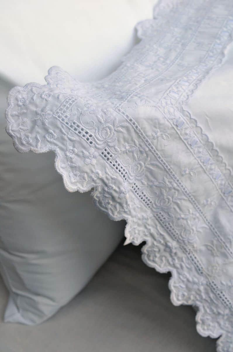 """סט מצעים זוגי בשם """"חתונה לבנה"""" של ורדינון. 540 שקלים [צילום: שי אדם]"""