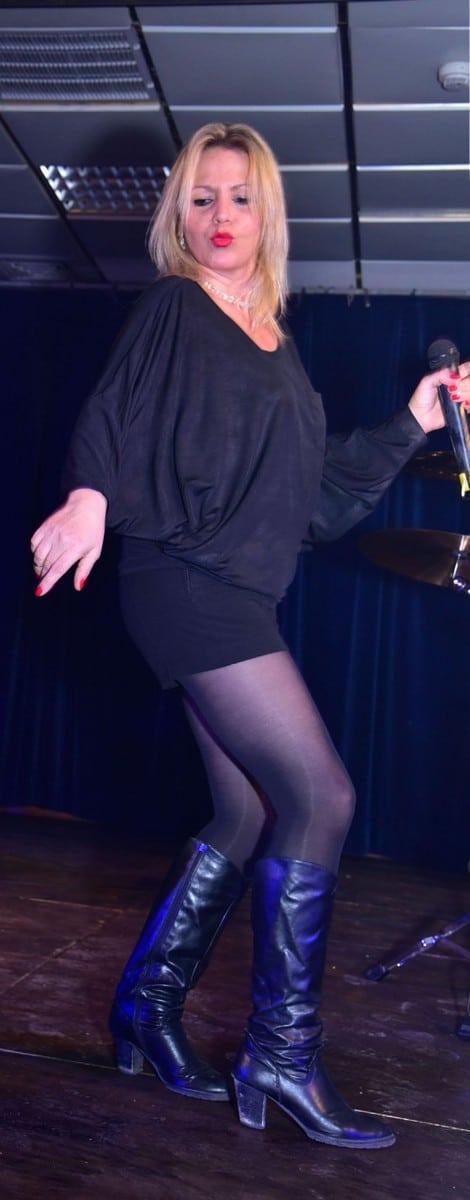 הופעה נהדרת. חני B ולהקתה מופיעים במועדון הסול בקריות צילום: G צלמים