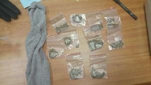 הסמים שנתפסו בבית ספר בחדרה (צילום: משטרת ישראל)