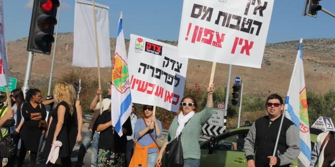 הפגנת בכביש 85 (צילום: אדריאן הרבשטיין)