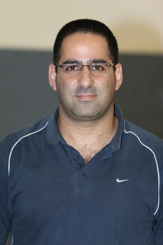 ניצחון בכורה. מאמן-שחקן מכבי נדב כרמיאל יואב הרשקוביץ' (צילום: אדריאן הרבשטיין)