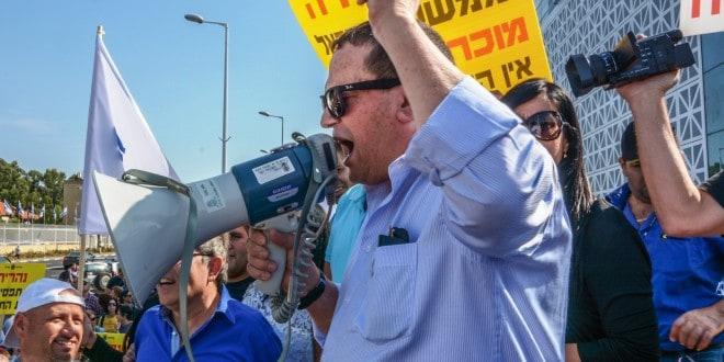 יורם ישראלי בהפגנה נגד הפגיעה בהטבות המס בשנה שעברהצילום: דורית ריטבו