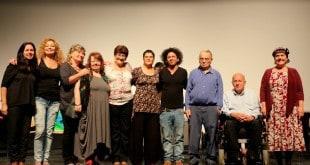השחקנים עם המטפל-במאי (צילום: פרטי)