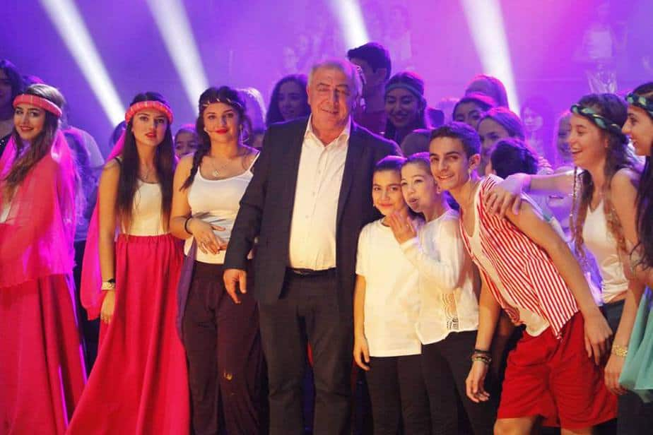 ראש העירייה דוד אבן צור והשחקנים [צילום: שלמה שורצר]