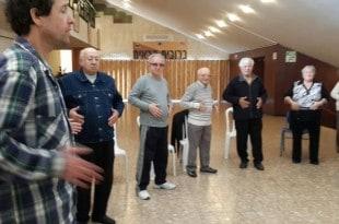הקשישים מתאמנים (צילום עצמי)