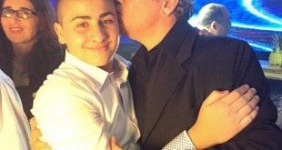 נשיקה מאבא (צילום: יוסף צלמים)