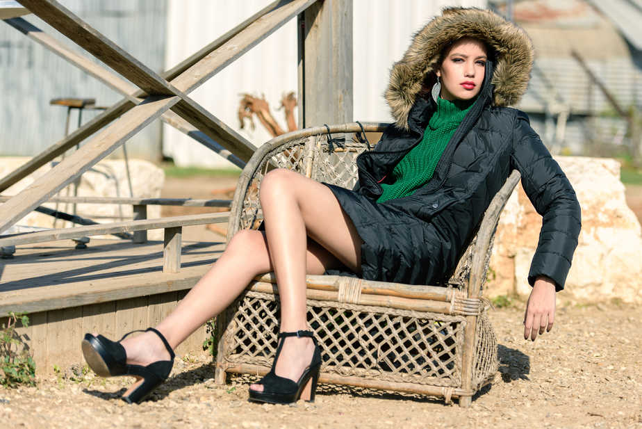 מעיל: טומי הילפיגר; סריג: עדיקה; עגילים: אקססוריז
