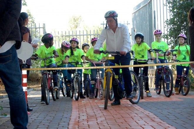 ראש עיריית קרית ים, דוד אבן צור, בפארק האופניים בקרית ים (צילום: דוברות עיריית קרית ים)