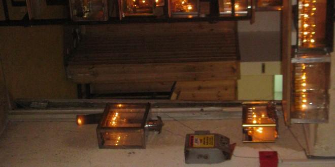נרות חנוכה שהודלקו בישיבה (צילום: עצמי)