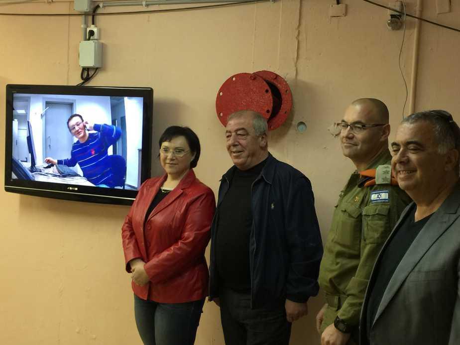 הביע התרשמות מהביצועים. מפקד פיקוד העורף במחוז חיפה וראש העירייה אבן צור [צילום: דוברות עיריית קרית ים]
