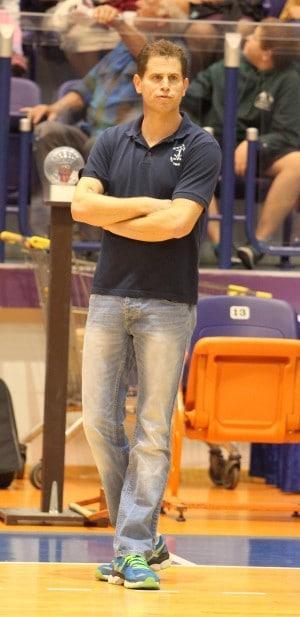 כצפוי, בבית העליון. המאמן נועם כץ  (צילום: אדריאן הרבשטיין)