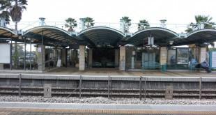 ב-8:40 רכבת לתל אביב. תחנת הרכבת קיסריה פרדס חנה (צילום: נירית שפאץ)