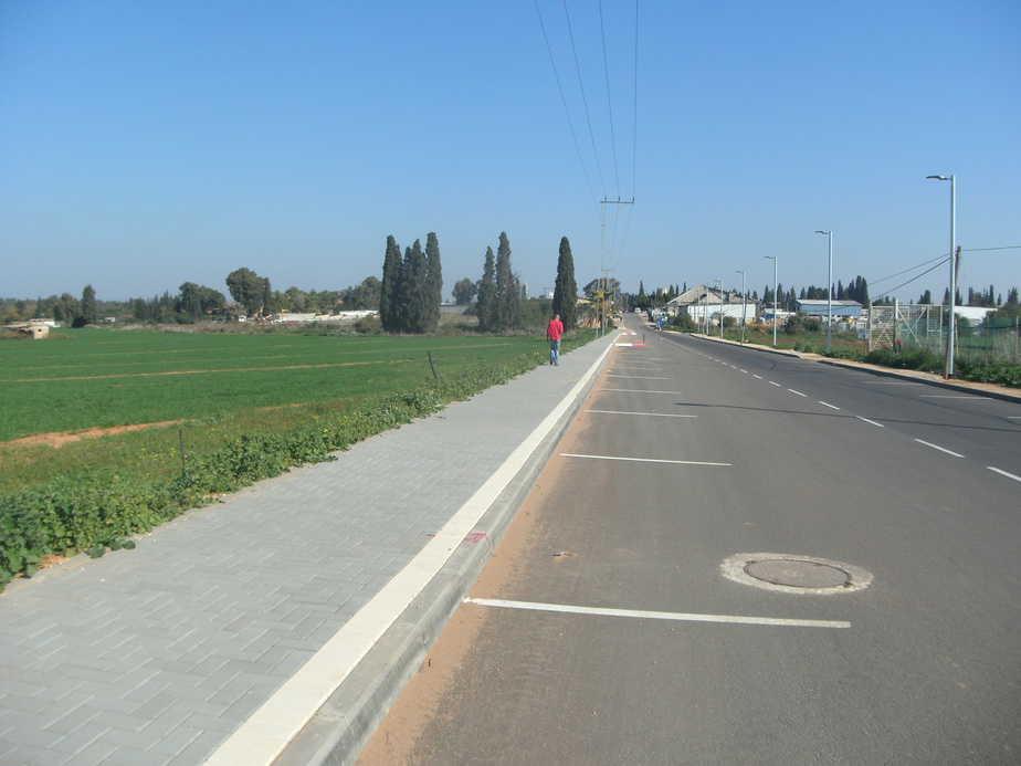 המצב השתפר. רחוב תדהר המוביל לאזור התעשייה הישן (צילום: נירית שפאץ)